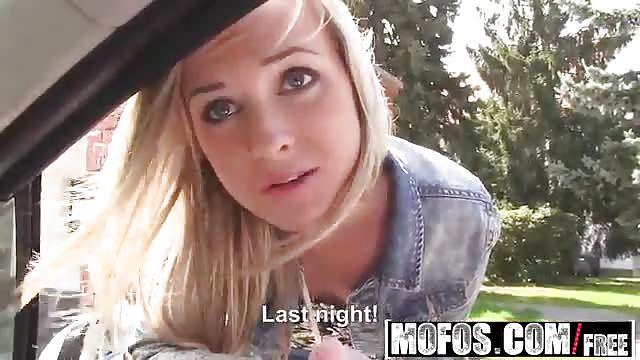 Young blonde Vinna Reed taking cock while tongue kissing Samantha Jolie  217617