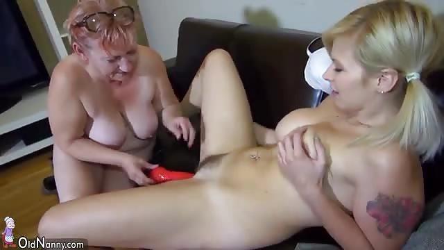 mature lesbian tettone