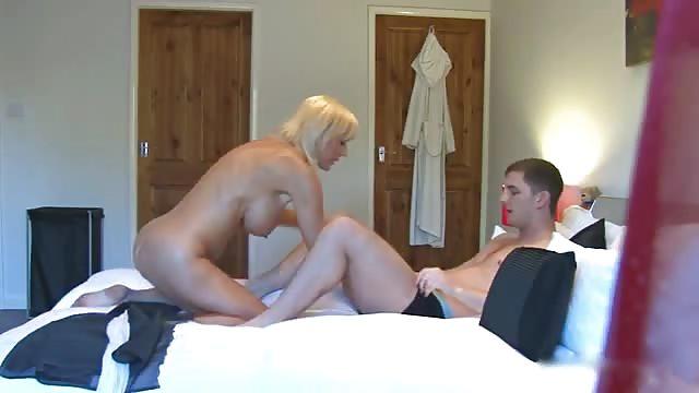 Amature chick blow job naked