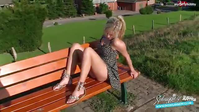 кончил в пизду на скамейке
