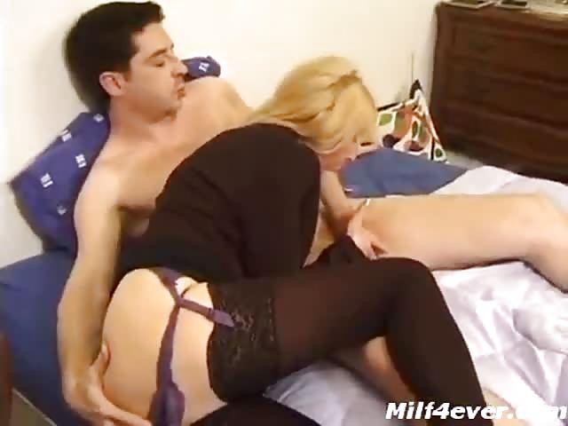 Xxxx MILF porno